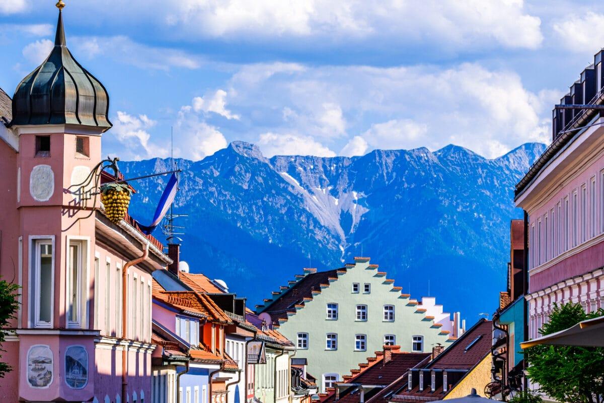 Farbenfrohen Häuser der Altstadt von Murnau