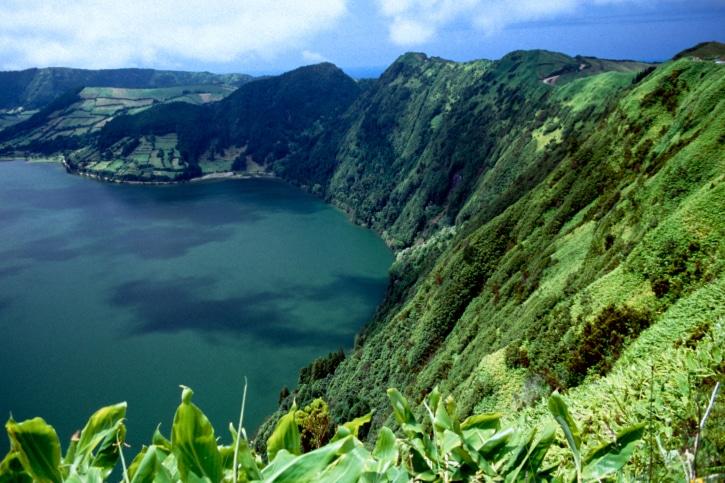 Dank milder Temperaturen sind die Azoren das ganze Jahr über ein ideales Reiseziel für Ferienhaus-Urlauber, die dem strengen deutschen Winter entfliehen möchten.