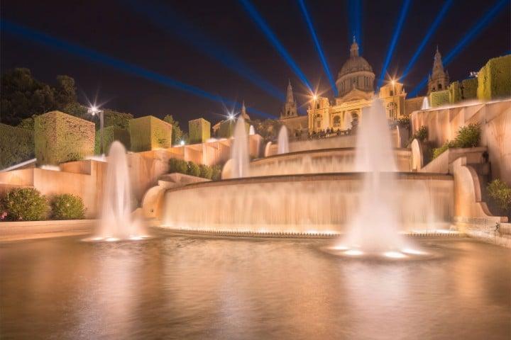 Am magischen Brunnen am Fuße des Palau Nacional kann man seine Glückstrauben in traumhafter Umgebung genießen.