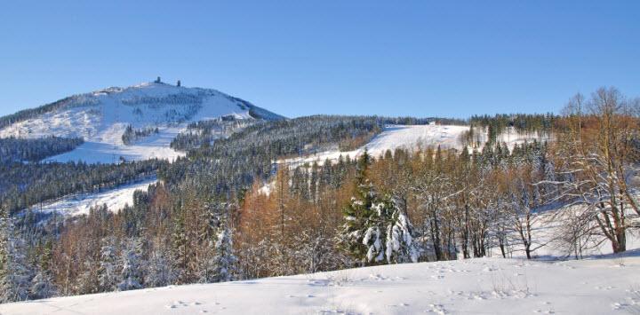 Im bayerischen Wald können sich Skifahrer auf mehr als 100 Skilifte und Pisten in allen Schwierigkeitsgraden freuen.