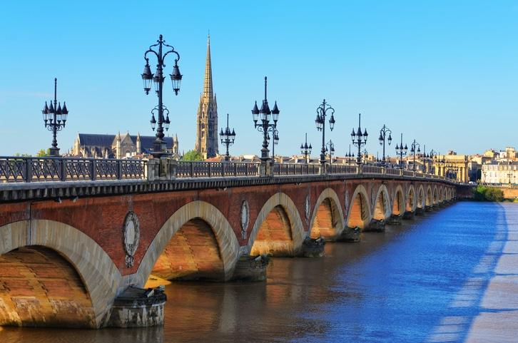 Brücke Pont de Pierre in Bordeaux.