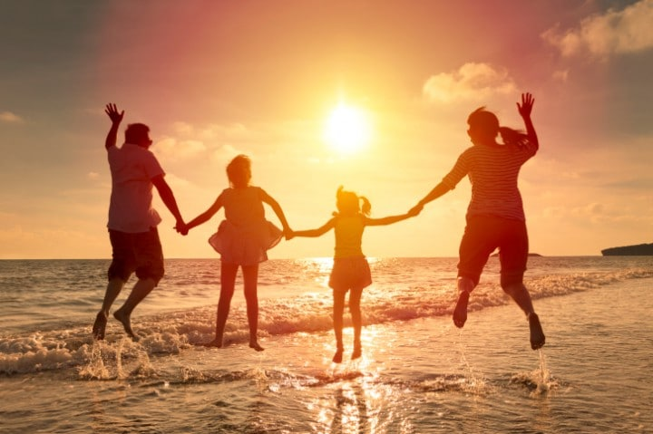 Familie_am_Strand_Thinkstock-478165662