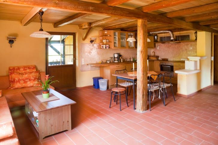 Eine gut ausgestattete Küche hilft den Gästen, Geld zu sparen und lässt sich wesentlich leichter an Selbstversorger vermieten.
