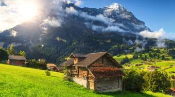 Hüttenurlaub in Europa - zünftiger Winterzauber mit Freunden und Familie