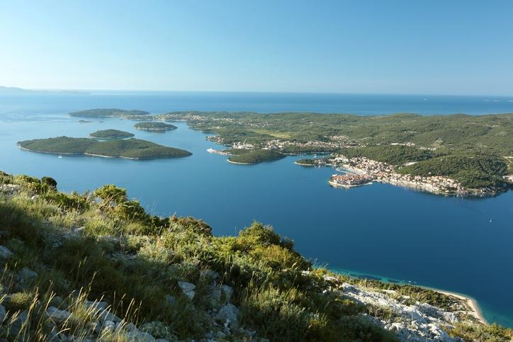 Blick von der Halbinsel Peljesac auf die Insel Korcula.