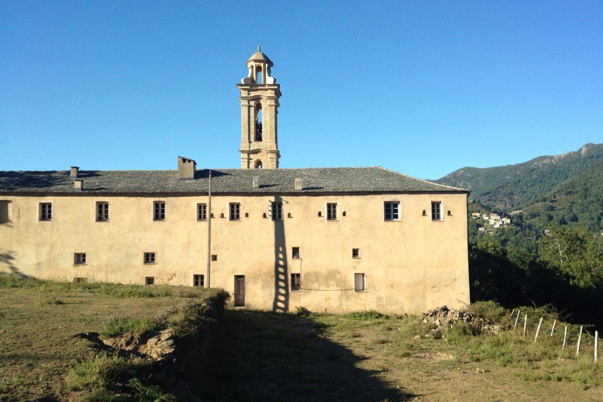 Geschichtsträchtiges Gemäuer des wunderschön gelegenen St. Maria Konvent in Alesani