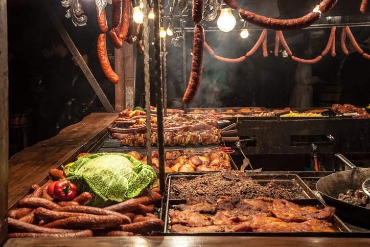 Grillspezialitäten auf dem Krakauer Markt.
