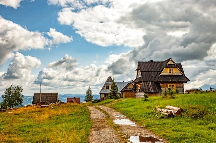 Ob polnische Ostsee, Masuren-Ermland, Tatra oder Schlesien - Polen ist dank seiner Ursprünglichkeit die perfekte Wahl für einen gemütlichen Hüttenurlaub.