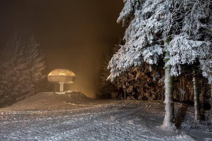 Größtes Skigebiet im Sauerland ist das Skiliftkarussell Winterberg mit 25 Liftanlagen auf bis 842 Meter Höhe.