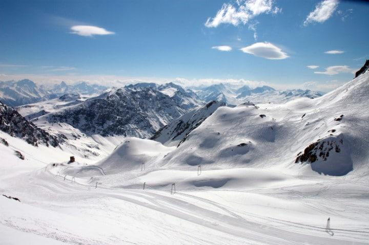 Auf der 12 Kilometer langen Parsennenabfahrt in Davos kann man dank der Geschwindigkeitsmessstrecke an seinem Tempolimit arbeiten.
