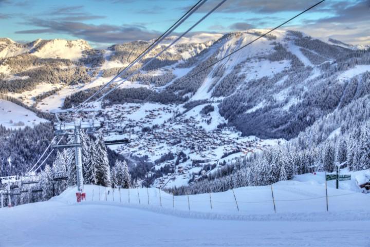 Der Skiverbund Portes du Soleil ist mit 300 Pisten und 30 Snowparks größtes Skigebiet Europas.