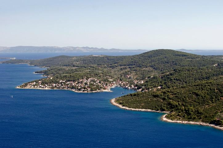 Küstenort Stomorska auf der Insel Solta in Kroatien