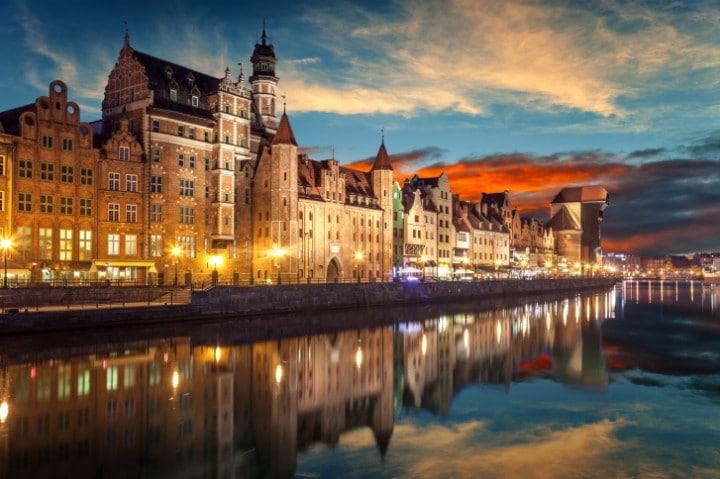 Die polnische Hafenstadt Danzig verzaubert Besucher zu Silvester mit einer einzigartigen Hafenkulisse und einem spektakulären Feuerwerk.