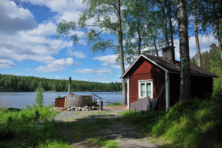 In der seenreichen Region Smaland in Südschweden gehört eine urige Sauna fast schon zur Standardausstattung