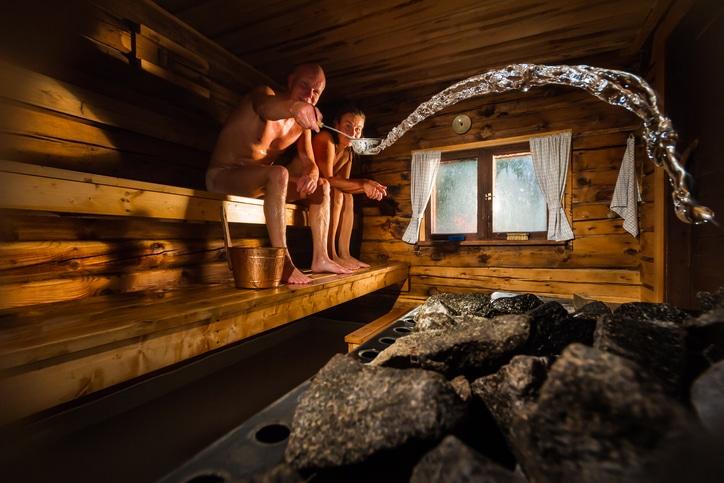 Nach dem Skifahren, Wandern oder Langlaufen gibt es nichts Schöneres, als einen privaten Aufguss in der hauseigenen Sauna.