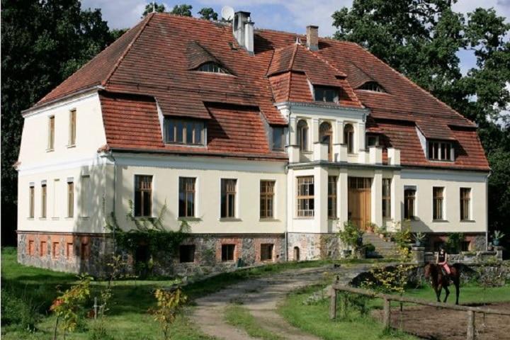nawino_manor_polen_1428063393