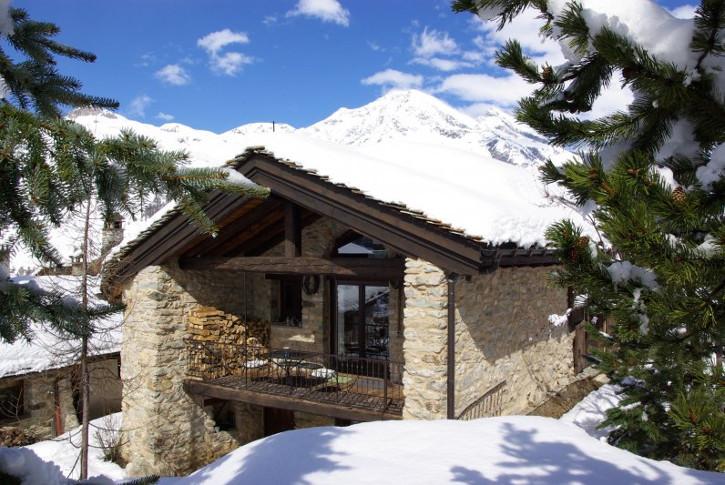 Das exklusive Chalet du Saut in Val d'Isere bietet bis zu 14 Personen Chalet-Atmosphäre mit 6 Schlafzimmern und Bergblick.